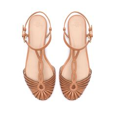 Sandals Summer Zara sandals - There is nothing more comfortable and cool to wear on your feet during the heat season than some flat sandals. Zara Sandals, Zara Shoes, Zara Flats, Shoes Sandals, Strappy Sandals, Ankle Strap Flats, Ankle Straps, Cute Shoes, Me Too Shoes