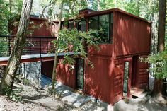 Six Oaks is a Modern Yet Rustic Shipping Container Home in ...