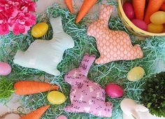 The time has come for some… bunny fun! Today I have a free bunny softie pattern that is excellent for a quick project, suitable for beginners and experts alike. This pattern was a hit on my o…