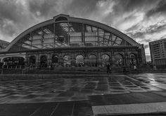 https://flic.kr/p/CSQN3S | Lime Street Mono | Lime Street Station Liverpool on a wet and windy day