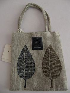 Best 12 刺し子トートバッグ自作 Patchworked fabric bag with Sashiko stitching Japanese Embroidery, Hand Embroidery, Jute Bags, Linen Bag, Patchwork Bags, Fabric Bags, Handmade Bags, Beautiful Bags, Bag Making