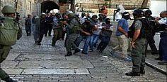 الاحتلال يبعد مواطنين عن الاقصى