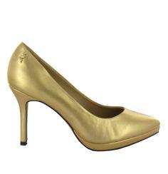 Zapato de piel en tono Dorado con plataforma y tacón fino. Muy cómodos y elegantes. Ref.6813 //Gold-coloured leather platform shoe , with a slim heel. Very comfy and elegant. Ref.6813