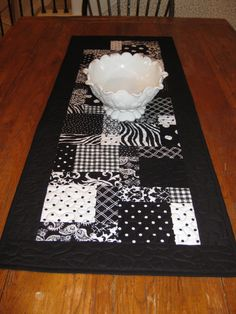 Black and White Table Runner - Reserved for Lynn Table Runner And Placemats, Table Runner Pattern, Quilted Table Runners, Small Quilts, Mini Quilts, Quilting Tutorials, Quilting Projects, Black And White Quilts, Quilted Gifts