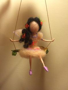 Nadel Filz Forest Fairy mit schwarzen Haaren von DreamsLab3 auf Etsy