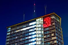 progettazione insegne luminose, insegne led Milano, insegne lumnose a led Milano, insegne led Torre del Comune di Milano in via Melchiorre Gioia H mt 90, H numero 3 led mt 9, altezza  di installazione mt 87 - GROWING BY NUMBERS