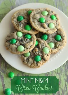 Mint M Oreo Cookies that taste JUST like Thin Mints!! { lilluna.com }