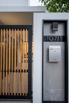 Kradoan House,© Krisada Boonchaleow mauer Gallery of Kradoan House / Thiti Ophatsodsai - 15 Front Gate Design, House Gate Design, Door Gate Design, Gate House, Facade House, Front Gates, Entrance Gates, House Entrance, Main Entrance