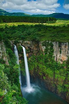The Mac-Mac Falls is a waterfall on the Mac-Mac River in Mpumalanga, South Africa Beautiful Waterfalls, Beautiful Landscapes, Places To Travel, Places To See, Travel Destinations, Places Around The World, Around The Worlds, Beau Site, Les Cascades