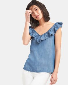 Gap Womens Sleeveless Ruffle V-Neck Top In Tencel™ Medium Wash High Collar Blouse, Look Fashion, Fashion Outfits, Blouse Models, Latest African Fashion Dresses, Summer Blouses, Couture Tops, Mod Dress, Denim Top