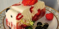 Low-calorie cake Ingredients: sour cream - 500 g cake - 300 g gelatin - 3 tablespoons Strawberry Sugar - 1 cup kiwi Preparation: cup cold Yummy Treats, Sweet Treats, Yummy Food, No Bake Desserts, Just Desserts, Food Cakes, Cupcake Cakes, Low Calorie Cake, Cake Recipes