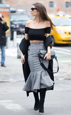 Emily Ratajkowski from Best Celeb Street Style From NYFW Fall 2017  Wonderinghow tolook chic and sexy at the same time? This is it.