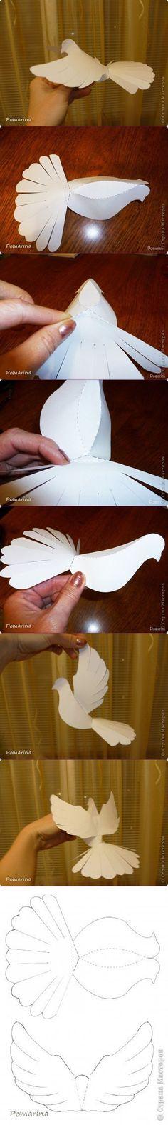 Decoración para primera comunión con palomas de papel: