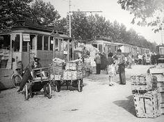 Torino , Piazza Galimberti convogli tranviari x ambulanti dei mercati