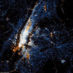 Picture showing the location of Tweets, flickr uploads and both in NYC. pretty rad