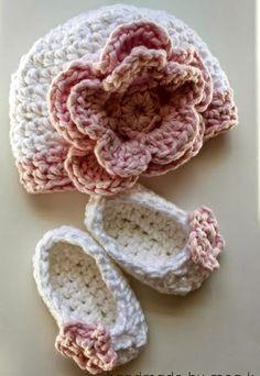 Crochet+For+Children:+Flower+Newborn+Hat+(Crochet+Pattern)