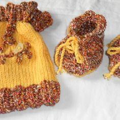4c5d9cd173f7 Chaussons bébé 3-6 mois et petit sac tricotés main décor oiseaux Sac Tricot,