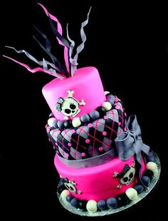 Funky pink and grey skull cake - Perfect for Monster High Party Monster High Cakes, Monster High Birthday, Cupcakes, Cupcake Cakes, Fete Anne, Beautiful Cakes, Amazing Cakes, Halloween Cakes, Fancy Cakes
