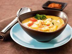 Tillsätt mer sambal oelek och röd currypasta om du vill ha starkare soppa. Räkorna kan bytas ut mot exempelvis kyckling eller surimi.