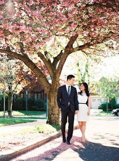 New York City in the Spring: http://www.stylemepretty.com/new-york-weddings/new-york-city/queens/2015/02/09/new-york-city-spring-engagement-session/ | Photography: Alicia Swedenborg - http://www.aliciaswedenborg.com/