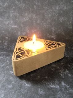 Celtic knot tea light holder Modern Candle Holders, Candle Stand, Tealight Candle Holders, Diy Candles, Tea Light Candles, Tea Lights, Ceramic Light, Wood Carving Art, Celtic Knot