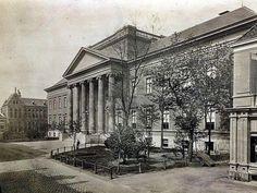 Groningen<br />De stad Groningen: Broerplein met het Academiegebouw in 1885