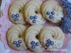 Pikkuleipiä... Decorated Cookies, Cookie Decorating, Delicious Food, Desserts, Tailgate Desserts, Deserts, Yummy Food, Postres, Dessert