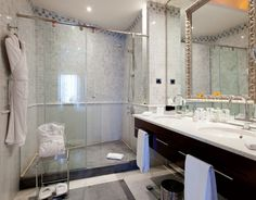 #Bathroom at #HOTEL #CASA #FUSTER in #BARCELONA. Marble #gresite #Carrara & #Gris #Bardiglio