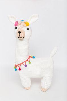 Armarinho São José: Como Fazer Lhama Amigurumi - Lançamento Cor Nova! Crochet Toys Patterns, Stuffed Toys Patterns, Crochet Baby, Knit Crochet, Llama Alpaca, Crochet Animals, Diy Art, Crochet Projects, Dinosaur Stuffed Animal