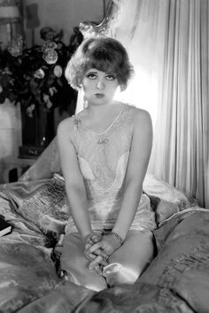 Clara Bow in lush lingerie ~ Called the 'It Girl' in Silent Movie Era Belle Epoque, Divas, Silent Film Stars, Movie Stars, Vintage Hollywood, Classic Hollywood, Style Année 20, Clara Bow, Pin Up