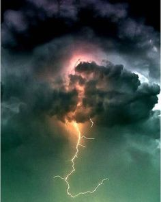 lightning storm Nature at its most powerful state All Nature, Amazing Nature, Science Nature, Thunder And Lightning, Lightning Storms, Wild Weather, Storm Clouds, To Infinity And Beyond, Natural Phenomena