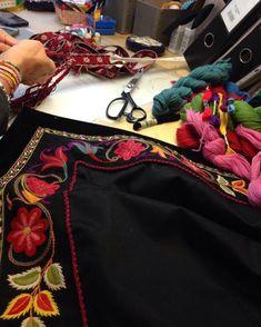 Nytt brodert forkle til Beltestakk frå Aust-Telemark under produksjon. Snart klar for bestilling. Hand Embroidery, Crafts, Fashion, Hipster Stuff, Moda, Manualidades, Fashion Styles, Handmade Crafts, Craft