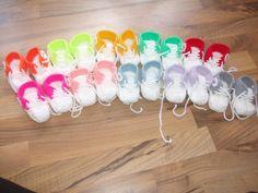 Hier gibt es süße Turnschuhe für Baby`s!  Sucht Euch eine Farbe aus!(Bitte nach dem Kauf die Farbe und die Sohlenlänge mailen!!!)     Der Preis bezieht sich auf eine Sohlenlänge bis 10 cm  Größere...