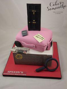 That's KINDA...freaking awesome. :D Sherlock Holmes Cake^^hat-man and robin omg