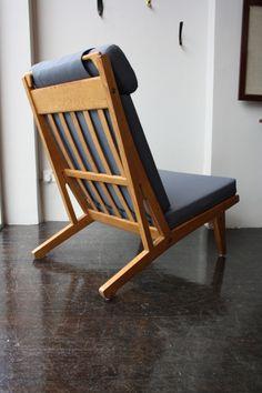 Hans Wegner; #GE375 Oak Lounge Chair for Getama, 1960s.