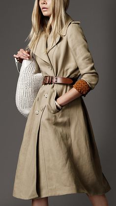 Burberry London Oversized Linen Cotton Coat Detail