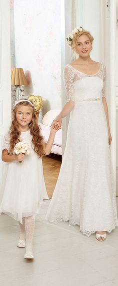 Wedding Dresses - ideas for fun indie wedding gowns at http://boomerinas.com/2012/06/hippie-wedding-dresses-for-a-casual-bohemian-chic-celebration/