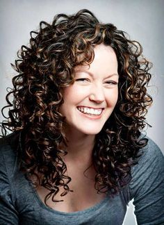 25 Curly Layered Hai