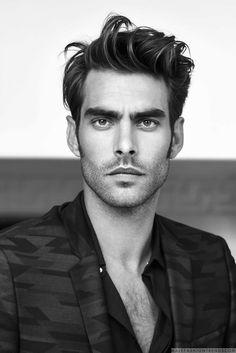 Male Fashion Trends: Jon Kortajarena se convierte en una visión elegante para L'Officiel Hommes Suiza