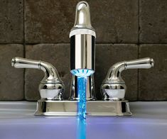 Instantly know the temperature of the water coming out of your faucet with this LED faucet nozzle attachment. No batteries required - its powered by the flow of water exiting the nozzle - hot water turns the LED red, and cold water turns the LED blue.