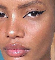 perfect cat eye makeup ideas to look sexy 9 ~ Modern House Design Cat Eye Makeup, Skin Makeup, Makeup Art, Makeup Brushes, Prom Makeup, Eyeline Makeup, Cat Eye Eyeliner, Eyeliner Ideas, Black Eyeliner