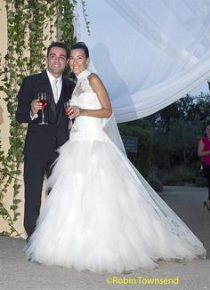 Spanish international and FC Barcelona's midfielder Xavi Hernandez (L) and his wife Nuria Cunillera (R) pose for photographers during their wedding ceremony at the Marimurtra botanical garden in Blanes, Catalonia, Spain, 13 July 2013 Xavi Alonso, Fc Barcelona, Xavi Hernandez, Patricia Gonzalez, Robin, Glamour, Wedding Ceremony, Wedding Dresses, Weddings