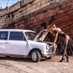 Da Serie Carros e Mulheres Bonitas. classic mini