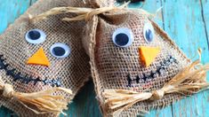 These Scarecrow Treat Bags are perfect party favor bags for fall parties! Stuff with your favorite candy or homemade cookies. Fall Party Favors, Party Gift Bags, Halloween Themes, Halloween Fun, Vintage Halloween, Halloween Makeup, Halloween Decorations, Goodie Bags, Treat Bags