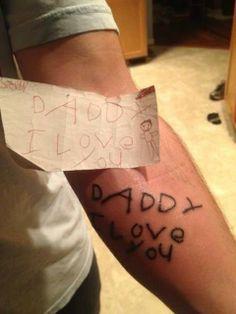 Father the last drawing he did before he died his son is tattooed / Padre se tatúa el ultimo dibujo que le hizo su hijo antes de morir