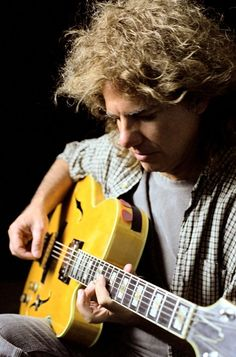 Pat Metheny on my book as far as musicians Plus I was born on his Birthday Pat Metheny, Jazz Players, Guitar Players, Smooth Jazz Artists, Lyle Mays, Cool Jazz, Blues, Jazz Guitar, Music Pictures