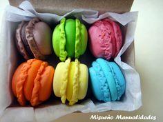 Macarons de Fimo en cajita. www.misuenyo.com / www.misuenyo.es