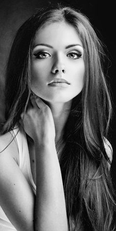 Greatest black and white portrait photography faces. Greatest black and white portrait photography faces. Pose Portrait, Portrait Photography Poses, Face Photography, Female Portrait, Photography Women, Portrait Fotografie Inspiration, Black And White Face, Woman Drawing, Drawing Women