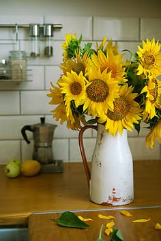 Bouquet of sunflowers in a vase in the kitchen by Duet Postscriptum - Kitchen, Sunflower - Stocksy United Sunflower Vase, Sunflower Bouquets, Hygge Autumn, Stylish Kitchen, Cozy House, Lilac, Glass Vase, The Unit, Table Decorations