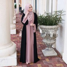 "4,444 Likes, 15 Comments - Hijab Fashion Inspiration (@hijab_fashioninspiration) on Instagram: ""@taslim_r"""